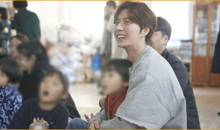 Park Hae Jin, para Navidad trabajo voluntario.